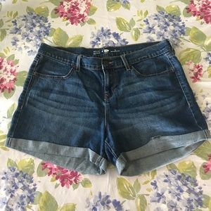 Old Navy Semi Fitted Jean Shorts Sz 12
